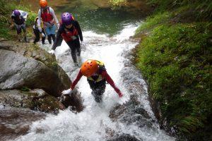 Escalade dans le cours d'eau