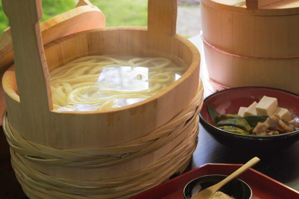 temple bouddhiste zen shinshoji hiroshima fukuyama méditation voyage Japon traditionnel nature immersion udon nouilles plat nourriture japonaise authentique jardin