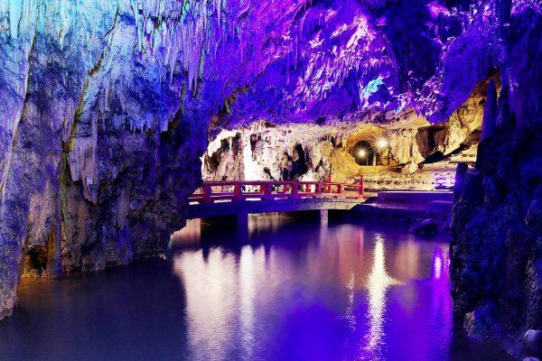 grotte calcaire makido okayama Japon voyage tourisme découverte pont traditionnel stalactites lumières illumination reflets
