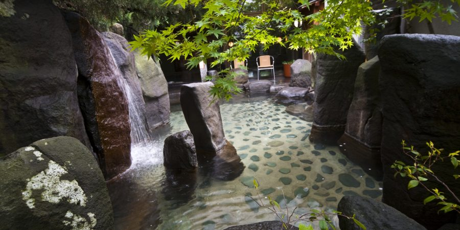 ryokan naniwa issui onsen sources chaudes matsue shimane japon onsen privatif rotenburo tatami chambre traditionnel semi-occidental cuisine kaiseki