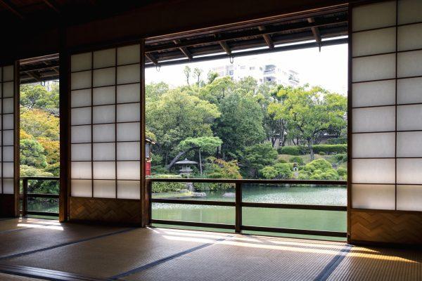 kobe jardin japonais sorakuen patrimoine culturel péniche kawagozabune maison hassam kodera mélange architecture érables momiji bonzai calme nature