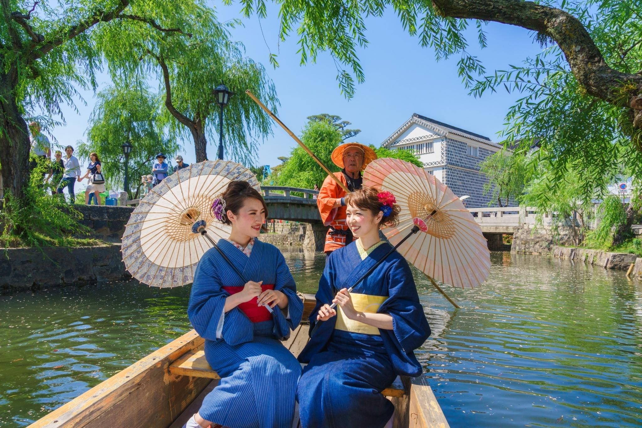 Promenade en kimono denim à Kurashiki