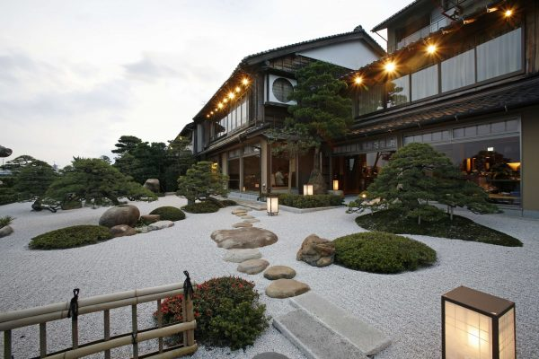 minamikan ryokan matsue shimane japon suite onsen chambre japonaise tatami vue lac jardin cuisine crabe