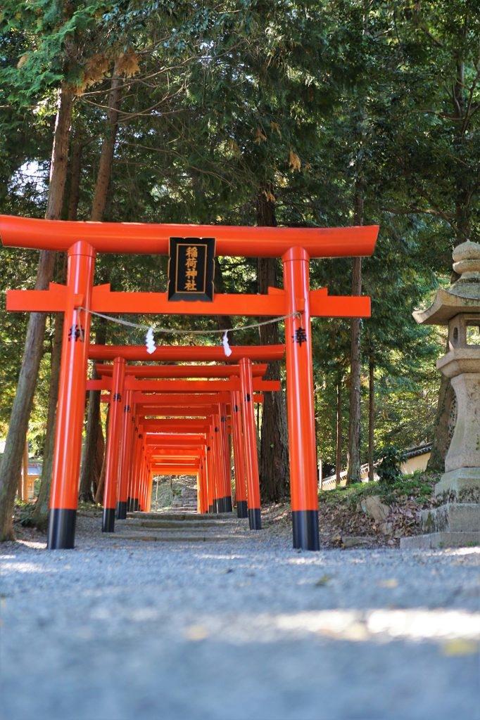sanctuaire shinto kibitsu okayama japon cérémonie traditionnelle hortensias momotaro pêche torii nature histoire voyage tourisme japon