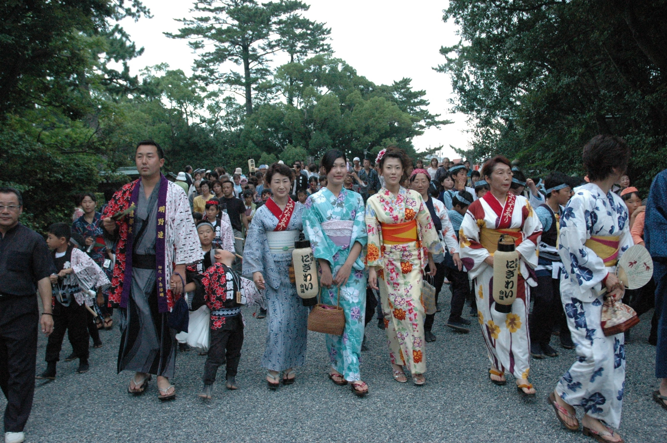La visite du Geku avec 1000 personnes en yukata
