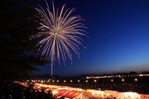Festival de feux d'artifice dédié au sanctuaire d'Ise Jingu