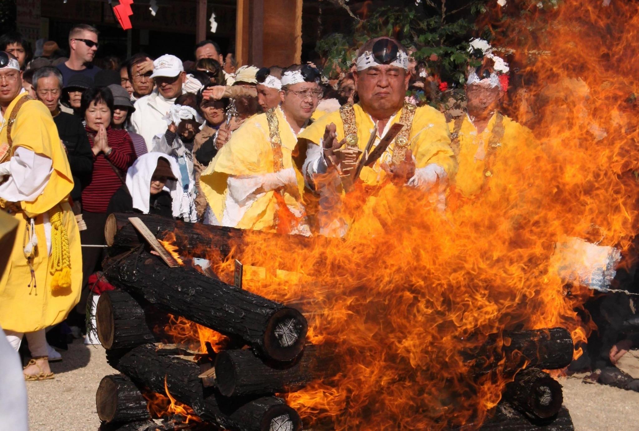 Hiwatari-shiki : Cérémonie de traversée du feu