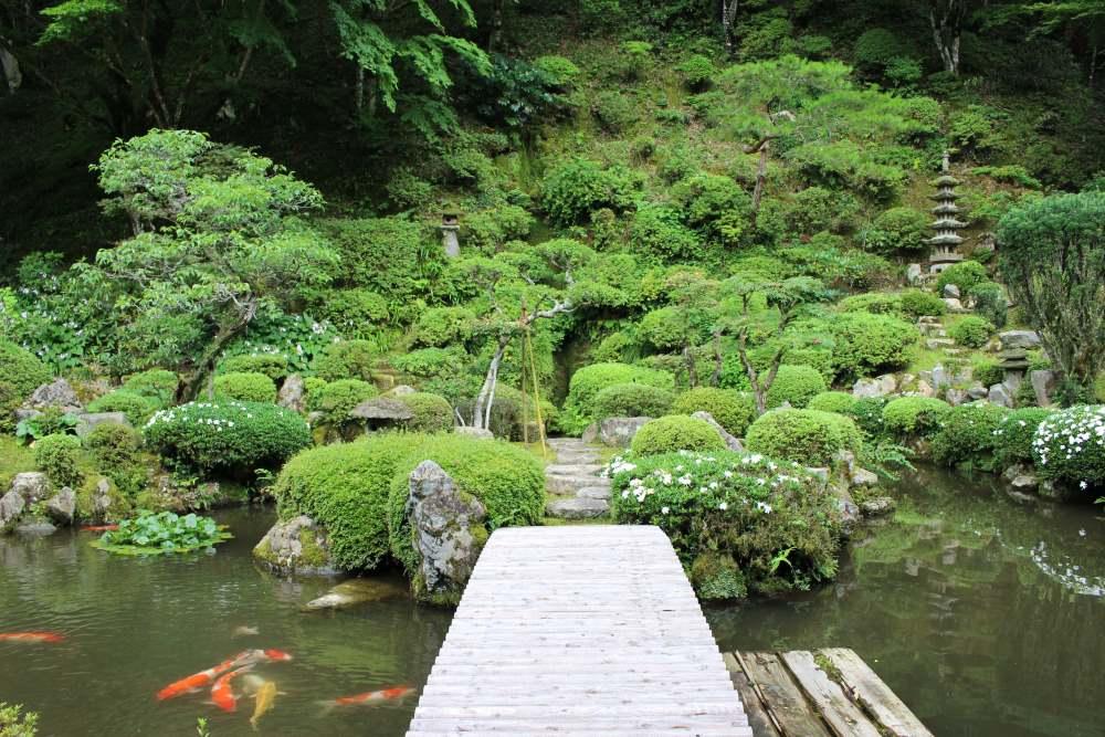 WA-SAKURA - Japon Voyage Tourisme Shimane Tsuwano Yōmeiji temple Kakuôzan extérieur nature montagne étang ponton carpes koi